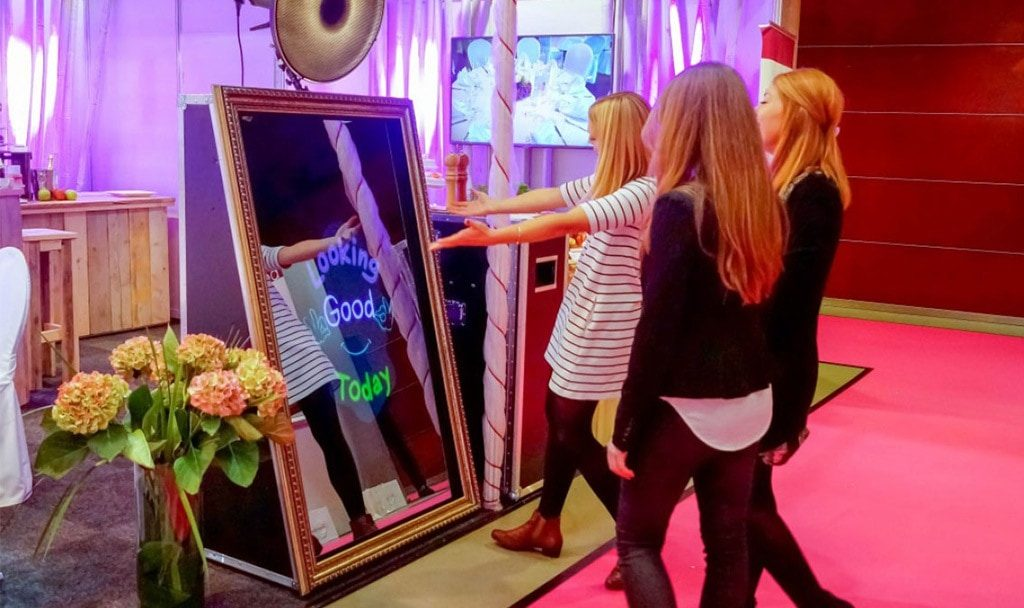 Magic Mirror Booth in action